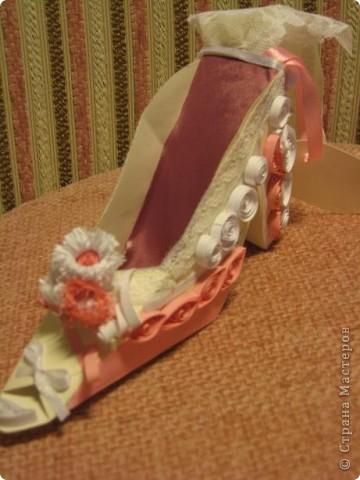 Здраствуйте уважаемые мастера и мастерицы!  Рада показать свою первую работу с тех пор как я на этом сайте.)Эта милая маленький туфелька, подарок одной очаровательной невесте. фото 6