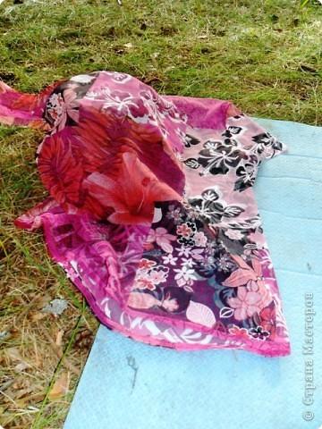 Вот такие бусы сделала в походе из цветной сетки. фото 2