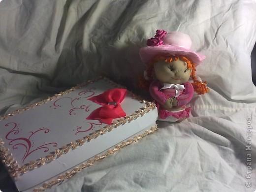 ну в общем вот и подарок для племяшки, в который входит: кукла-погремушка, и альбом для фото в коробочке  фото 4