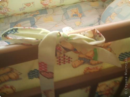 """Для любимых деток всегда хочется создать уют и красоту. Вот и я, готовясь к появлению еще одного члена семьи, решила сделать кое-что своими """"очумелыми"""" ручками, а именно - мягкие бортики в кроватку. фото 4"""