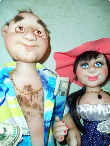Вот такую семейную пару сотворила я по фотографии. Он - успешный бизнесмен, она красотка-домохозяйка. Сходства совсем отдаленные, но тем не менее результатом я осталась довольна. У него рост - 65 см, у нее - 58 см. фото 6