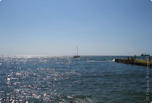 Понравилась идея АлЁнКа, приглашение на прогулку в лес.  Я приглашаю на море в Алушту. Сегодня t моря +22, небольшой ветерок, благодаря которому горный воздух смешивается с насыщенными солями, ионизированным морским воздухом. Дышите, а точнее пейте этот удивительный коктейль и БУДЬТЕ ЗДОРОВЫ! фото 8