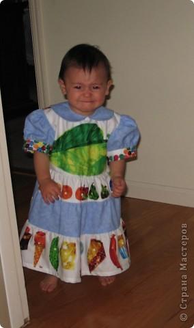 Это платьице я сшила дочке на ее 1й день рожденья. Хотелось, чтобы событие было особенным и запоминающимся. Тортик здесь можно посмотреть: http://stranamasterov.ru/node/219374,  а приглашение здесь: http://stranamasterov.ru/node/219822  Вид спереди. фото 10