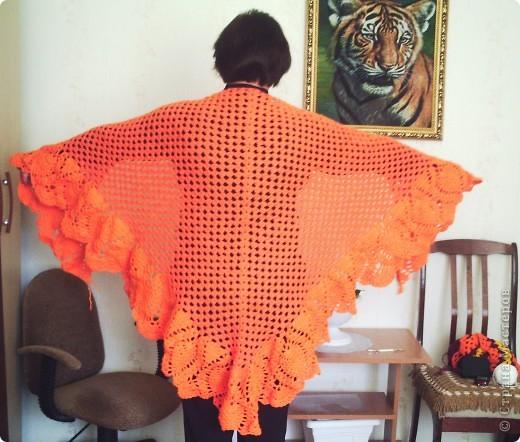 Она бордовая! Я связала эту шаль для своей любимой крёстной. фото 3