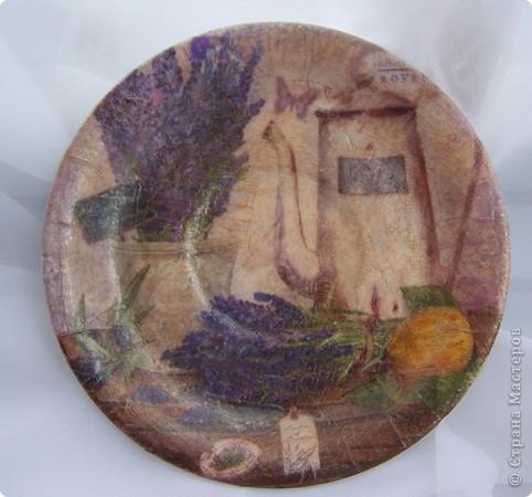 """Эти тарелочки я сделала совсем недавно для своей кухни. две обычные маленькие (диаметр 14см.) фарфоровые тарелочки.Прямой декупаж,2шаговый кракелюр """"Антик1и2"""",пигмент металический """"Бронза"""",матовый акриловый лак """"Сонет"""",и конечно же подрисовка.. фото 1"""