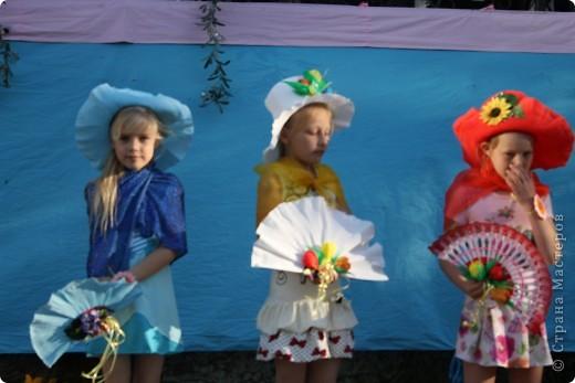 Красавицы в небесно-голубом фото 9