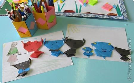 Детский оздоровительный лагерь закрылся уже более месяца назад,но всё же хочется с вами поделиться фрагментами нашей жизни в нём.   Я вела два кружка (оригами, изонить), которые проходили ежедневно. Это фото последнего дня, дети со своими работами. фото 8