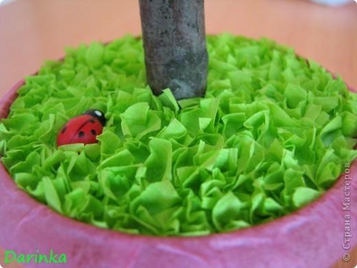 Приветствую всех заглянувших ко мне в гости!   Наконец-то я домучила своё второе дерево из салфеточных розочек,первое можно посмотреть здесь http://stranamasterov.ru/node/187108.  Работой очень довольна,надеюсь и вам понравится. фото 7