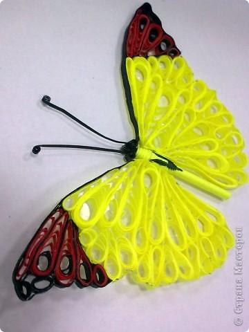 Сотруднику очень понравились мои бабочки, решила одну из них подарить ему на день рождения. А так как саму ее дарить не удобно, придумала такую коробочку.  Прошу совета: может очень ярко получилось, как на подарок мужчине? Спасибо всем кто напишет отзыв. фото 4
