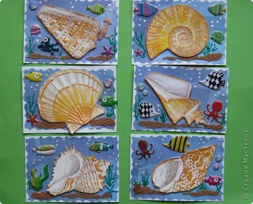 Сегодня не первая серия на тему моря. Мастерицы наделали чудесных карточек, а я опять с салфетками.  Каждая ракушка приклеена на пастельную бумагу и на двойной скотч, немного объемные. фото 1