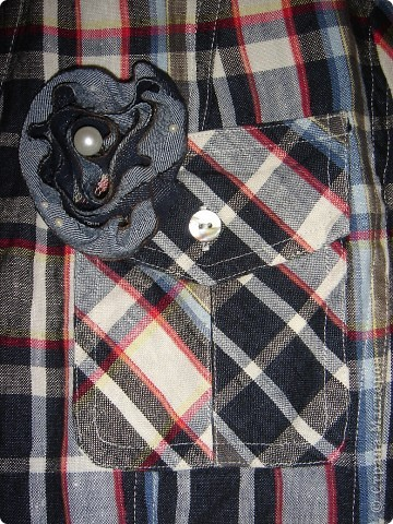 Мой маленький плагиат.  Была у меня рубашка, которую хотелось приукрасить, поэтому я ходила по магазинам и искала подходящую брошечку и наконецто нашла её. Цена мне показалась приувеличенной, поэтому решила сделать сама такую. По мне результат получился даже лучше чем в магазине.  фото 2