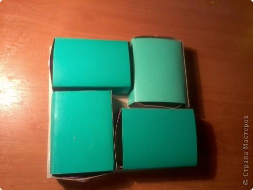 Изготовление коробочки с четырьмя ящичками для всяких полезных мелочей – процесс долгий, но весьма интересный...Верхняя крышка коробочки открывается, как обложка книги. Страницы (внутри) оформлены в виде фотоальбома, так что можно вставить любимые фотографии. фото 14
