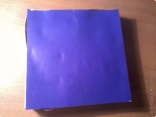 Изготовление коробочки с четырьмя ящичками для всяких полезных мелочей – процесс долгий, но весьма интересный...Верхняя крышка коробочки открывается, как обложка книги. Страницы (внутри) оформлены в виде фотоальбома, так что можно вставить любимые фотографии. фото 13