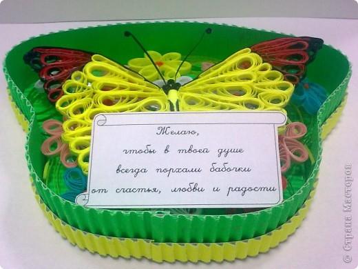 Сотруднику очень понравились мои бабочки, решила одну из них подарить ему на день рождения. А так как саму ее дарить не удобно, придумала такую коробочку.  Прошу совета: может очень ярко получилось, как на подарок мужчине? Спасибо всем кто напишет отзыв. фото 6