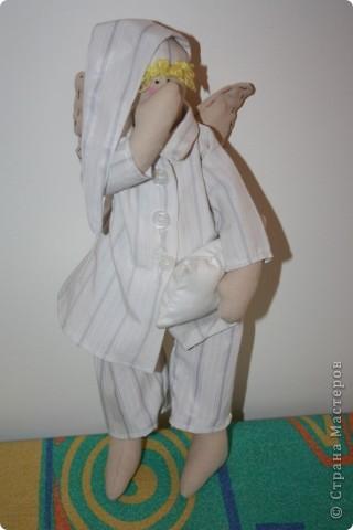 Дорогие мастерица выкладываю свои первые работы по шитью Тильды. Хочу заранее выразить вам  благодарность за все мк в на сайте, потому что полезного очень много, а главное очень доступно. Получилось конечно не совсем идеально, но поняла одно у каждой куклы свой характер и порой очень не сговорчивый:)))))))))  Так вот это мой котик Тимоша, уже отправился к своему владельцу Женечке.  фото 7