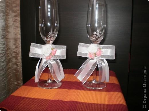 бутилка и свещ - използвах панделка, мъниста и купени  цветчета фото 5
