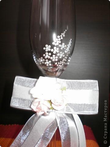 бутилка и свещ - използвах панделка, мъниста и купени  цветчета фото 3