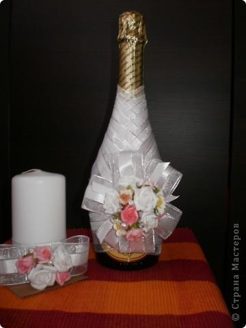 бутилка и свещ - използвах панделка, мъниста и купени  цветчета фото 1