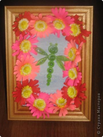 мои цветочки со стрекозой. Только рамочка маловата, поэтому крылья такие короткие фото 1