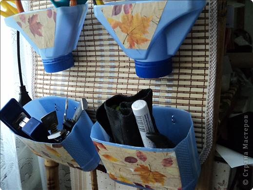 Чтобы инструменты были всегда под рукой, сделала практически из бросового материала органайзер. Взяла у мужа в гараже пластиковые бутылки от тосола и еще от чего-то подобного. фото 3