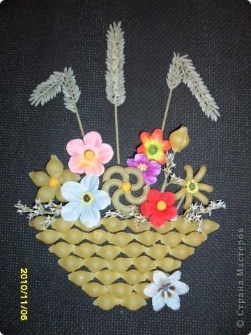 Мини-оберег.Сделан из макарон, риса, и искусственные цветы украшенные горохом,семена льна,пшено.