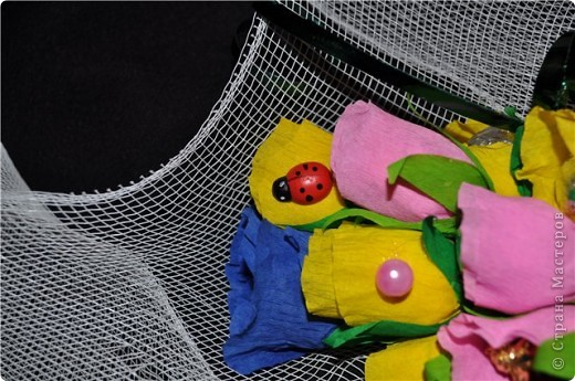 Здравствуй дорогая моя чудная страна «Страна Мастеров. Давненько я сюда не заглядывала …., но вот я возвратилась к вам с маленьким сладким букетиком. Да-да, розочки не ароматны, но очень вкусны – конфетные. Делали мы этот букетик вместе с сестричкой для нашей мамочки, которая знатная сладкоежка. фото 2
