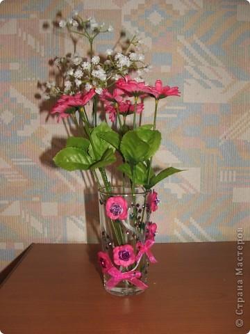 Ну наконец то ручки добрались и до вазы!!! Сначала решила попробовать сделать простенькую, а в следующий раз будет что-то посложнее. Купила в тон цветов на вазе искусственные цветочки.   фото 1