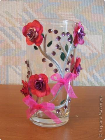 Ну наконец то ручки добрались и до вазы!!! Сначала решила попробовать сделать простенькую, а в следующий раз будет что-то посложнее. Купила в тон цветов на вазе искусственные цветочки.   фото 2