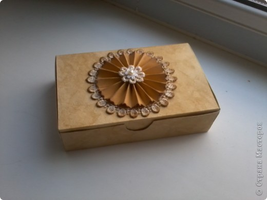 В дополнение к моей кофейной коробочке решила сделать ещё одну, вся та же бумага для акварели тонированная кофе,  мк коробочки http://blog.naver.com/creamhouse7/140053267173 мк цветка http://akademia.scrap.com.pl/kurs-scrapbooking-kwiatek-z-papieru/ за цветок огромное спасибо Yulia L фото 2
