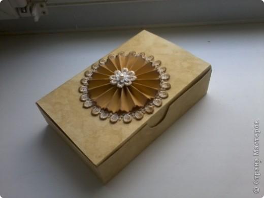 В дополнение к моей кофейной коробочке решила сделать ещё одну, вся та же бумага для акварели тонированная кофе,  мк коробочки http://blog.naver.com/creamhouse7/140053267173 мк цветка http://akademia.scrap.com.pl/kurs-scrapbooking-kwiatek-z-papieru/ за цветок огромное спасибо Yulia L фото 1