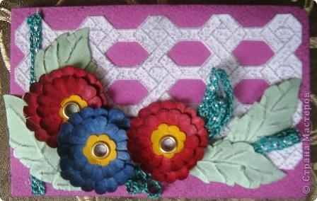 Так я украсила блок для записей. Обложка и цветы сделаны из фактурного картона разных цветов. фото 5