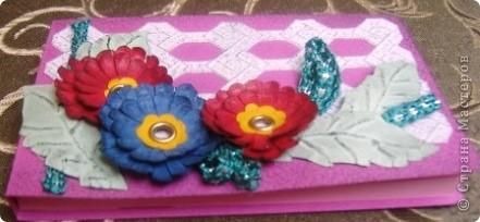 Так я украсила блок для записей. Обложка и цветы сделаны из фактурного картона разных цветов. фото 1