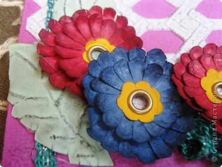 Так я украсила блок для записей. Обложка и цветы сделаны из фактурного картона разных цветов. фото 2