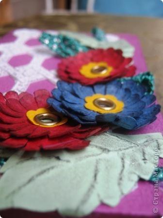 Так я украсила блок для записей. Обложка и цветы сделаны из фактурного картона разных цветов. фото 4