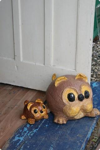 Трёхлетняя соседка на даче увидела сторожевого пёсика Шарика и попросила слепить ей маленькую, жирненькую собачку. Работа выполнена, а имя для щенка придумает новая хозяйка.   фото 5