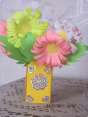 Вот такой простой букетик можно сделать с детьми младшего школьного возраста. фото 1