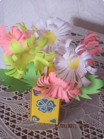 Вот такой простой букетик можно сделать с детьми младшего школьного возраста. фото 2