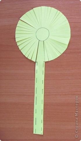 Вот такой простой букетик можно сделать с детьми младшего школьного возраста. фото 4