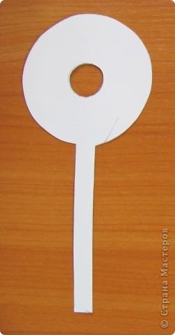 Вот такой простой букетик можно сделать с детьми младшего школьного возраста. фото 9