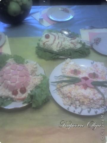 рыбный салатик №1,один из самых простых 500гр отварной рыбы(у меня Ментай) 3-4 яйца 1/2 стакана риса(отварной без соли) 1 головка лука(тру на мелкой тёрке) Вс под майонезом фото 9