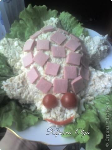 рыбный салатик №1,один из самых простых 500гр отварной рыбы(у меня Ментай) 3-4 яйца 1/2 стакана риса(отварной без соли) 1 головка лука(тру на мелкой тёрке) Вс под майонезом фото 6