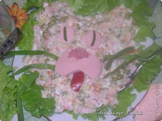 рыбный салатик №1,один из самых простых 500гр отварной рыбы(у меня Ментай) 3-4 яйца 1/2 стакана риса(отварной без соли) 1 головка лука(тру на мелкой тёрке) Вс под майонезом фото 8