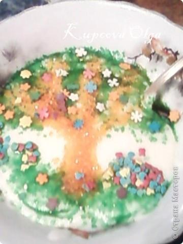 Когда моя младшая хулиганка отказывается есть манную кашу ,мы начинаем на ней рисовать....кондитерскими посыпками.да и старшая не прочь подсластиться.такая каша съедается быстро :) фото 3