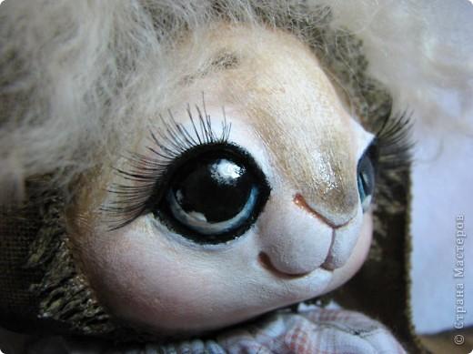 Добрый день! Получилась у меня очень нежная и воздушная, мечтательная девочка! Совсем не такая, как ее сестричка)) Ростик около 28 см Пошита из двунитки, тонирована, расписана акрилом. Личико моделировала полимерной глиной Дарви Передние лапки и голова на шплинтах. фото 5