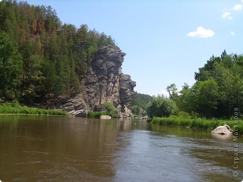 Хочу рассказать о поездке на Юг Башкирии-на красивейший двадцатиметровый водопад Гадельша.Место это потрясающее. Водопад является комплексным памятником природы. В районе водопада широко распространены различные яшмы и яшматоиды, представляющие большой интерес как ценные поделочные камни, известные во всём мире.  Дорога была длинной. Причем в гору. По каменистым тропам. Но это того стоило. Такая красота нашему взору открылась. Водопад трёхкаскадный. То есть имеет он три уровня. Вода бурлила не сильно, так как лето засушливое было, но говорят если поехать туда на майские праздники, в момент таяния снега в горах, то вода будет бурлить ой как сильно. Природа красивейшая,воздух чистый....Это была незабываемая поездка.. фото 9
