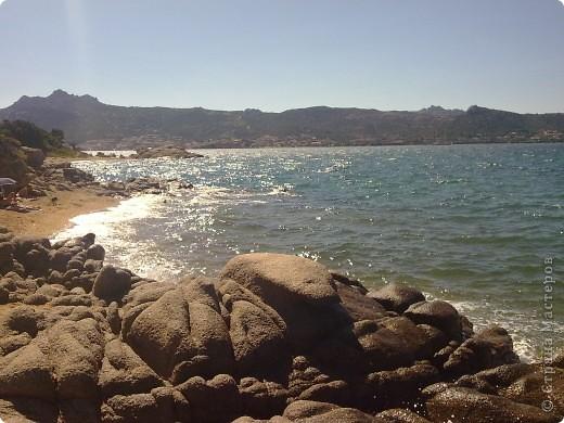 остров Сардения находиться в Италии возле Корсики фото 1