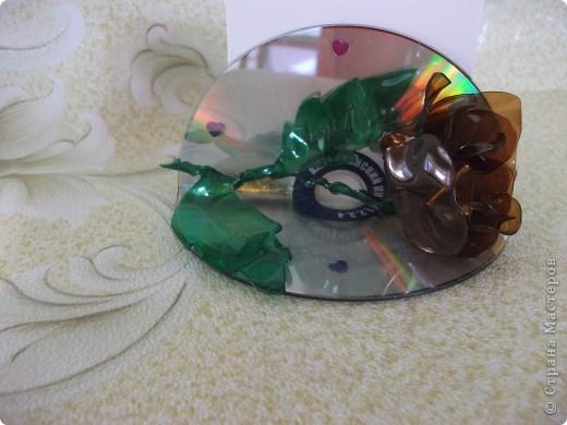 Держатель для бумаги из дисков с розой фото 1