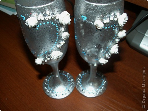 В первый раз имела дело с пластикой, лепить понравилось. Но бокалы какие-то не такие вышло. Посмотрите со стороны, может вы увидите, что в них не так? фото 3