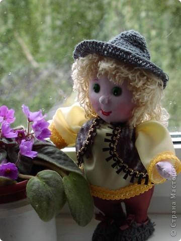 задумала  домовичка,  а  получился  Антошка , сшила  на  день  рождения , немного  жалко  раставаться  . фото 3
