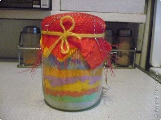 Разноцветная баночка с солью.